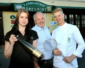 TOP Lehlrlinge bei der Lehrabschlussprüfung haben Jessicca Fuchs Restaurantfachfrau & Simon Gartner Gastronomiefachmann beide ,it  AUSGEZEICHNETEN ERFOLG abgeschlossen. Wir gratulieren!
